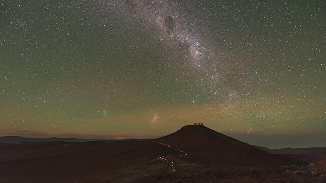 Cerro Paranal moonrise