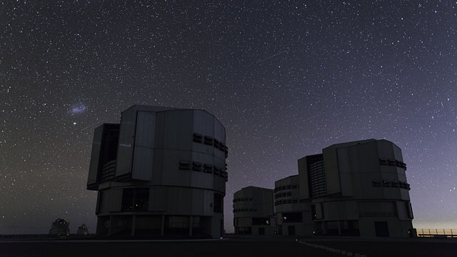 Airplanes over Paranal