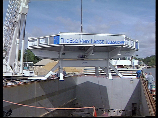 Transporting the VLT mirror — France 1993 — clip 2